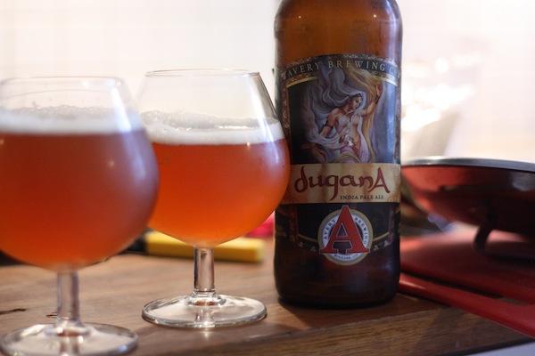 En fin öl på en stökig diskbänk