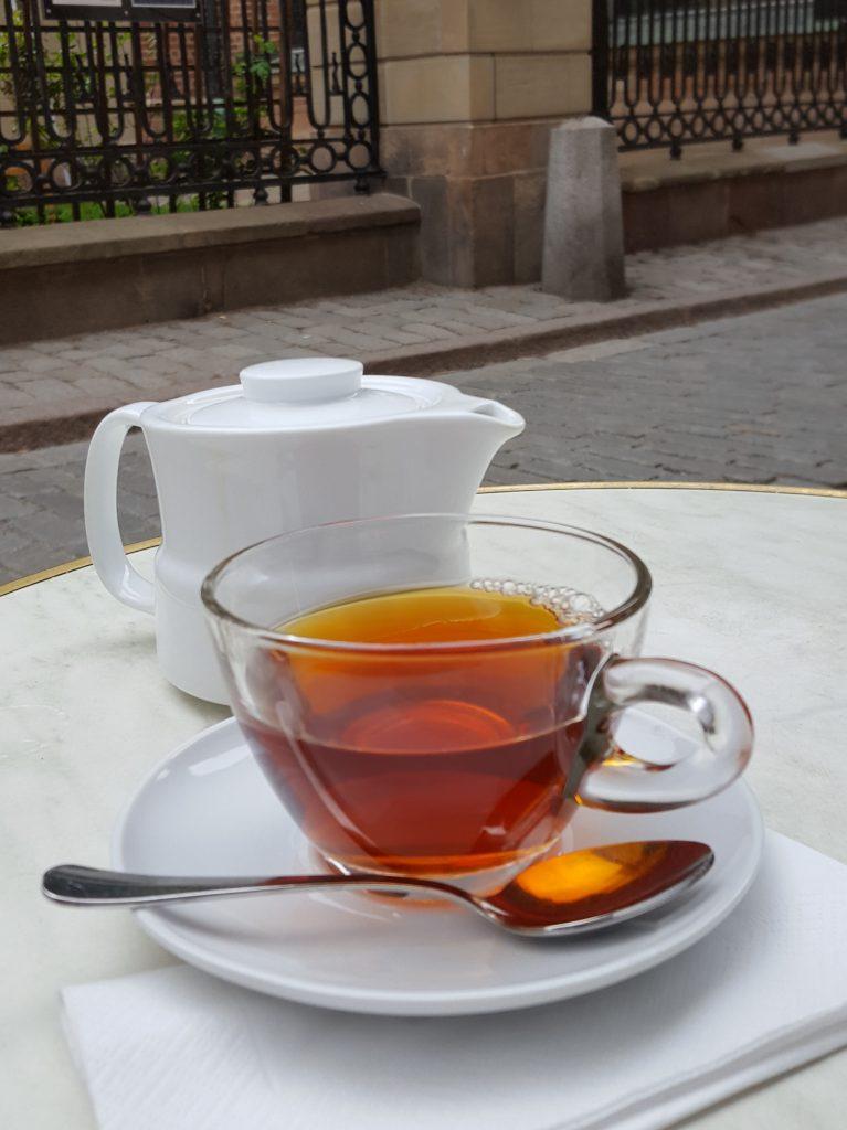 blir man pigg av te